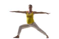 Yoga prenatal, Virabhadrasana 2 Fotos de archivo libres de regalías