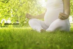 Yoga prenatale Immagine Stock