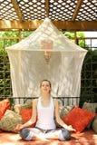 Yoga que hace adolescente Fotografía de archivo libre de regalías
