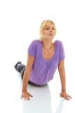 Yoga que hace femenina hermosa foto de archivo libre de regalías