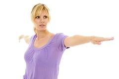 Yoga que hace femenina rubia hermosa aislada en blanco fotografía de archivo
