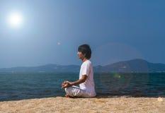 Yoga at the sea Royalty Free Stock Photography