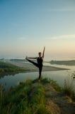 Yoga: Styrka, harmoni och lugn Royaltyfria Foton