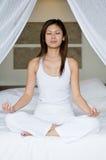Yoga sulla base Fotografie Stock