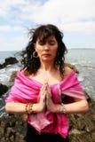 Yoga sulle rocce 8 Immagini Stock Libere da Diritti