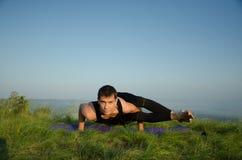 Yoga sur la nature Photo stock