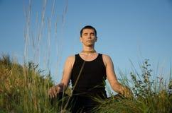 Yoga sur la nature Image libre de droits