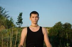 Yoga sur la nature Photos libres de droits