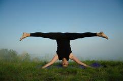 Yoga sur la nature Image stock