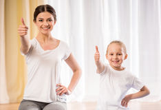 Yoga thuis stock foto