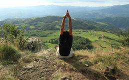 Yoga at the top of a  peak Royalty Free Stock Images