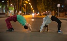 Yoga in un luogo pubblico Immagine Stock Libera da Diritti