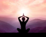 Yoga und Meditation Schattenbild stockfoto