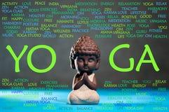 Yoga- und Meditationskonzept Baby Buddha meditieren, mit Wortwolke stockfoto