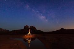 Yoga unter der Milchstraße Lizenzfreie Stockfotos
