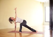 Yoga unterstützte Planke Stockbild