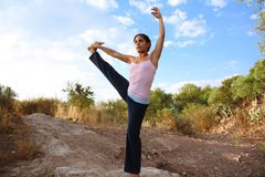 Yoga utomhus Arkivbilder