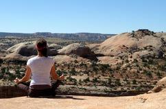 Yoga vers le haut-haut Photo libre de droits