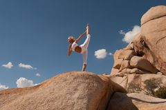 Free Yoga Woman Desert Balance Stock Photo - 147955210