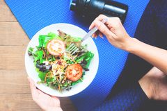 Yoga woman eating fresh salad, Fitness and Healthy Royalty Free Stock Image