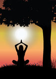 Yoga y naturaleza hermosa, vector del ejemplo Fotos de archivo libres de regalías