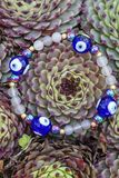 Yogaarmband met natuurlijke parels stock foto's