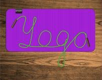 Yogabeschriftung auf Matte Stockbild