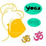 Yogaflickan vänder mot och beståndsdelar Royaltyfria Bilder