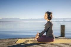 Yogafrau lizenzfreies stockfoto