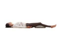 Yogahaltung shavasana Lizenzfreies Stockfoto