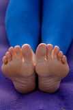 Yogahaltungen für Füße Stockfoto