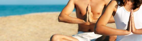 Yogahanden. Panorama hoog-onderzoek. Stock Fotografie