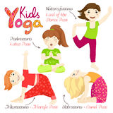 Yogakinder stellten 3 ein Stockbilder