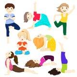 Yogakinder stellten 3 ein Stockfotografie