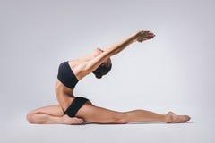 Yogakvinnan Fotografering för Bildbyråer