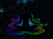 Yogalage, die im Lotossymbol sitzt Lizenzfreie Stockbilder