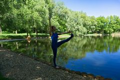 Yogalehrer lizenzfreies stockbild
