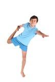 Yogamann auf einem Fahrwerkbein Stockfotos