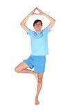Yogamann auf einem Fahrwerkbein Stockbilder