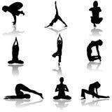 Yogamann und -frau siluettes Lizenzfreie Stockfotografie