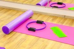 Yogamatte und -rolle Stockbilder