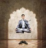 Yogameditatie in de lucht stock fotografie