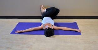 Yogaoefening Stock Afbeeldingen