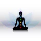Yogaschattenbild mit chakras Stockbild