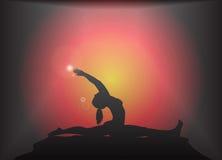 Yogasplittringar poserar ilsken blickbakgrund Arkivbilder