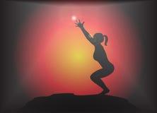 Yogastol poserar ilsken blickbakgrund Royaltyfri Fotografi