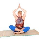 Yogatrainer in den Haltungen Stockfoto
