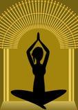 Yogatraining, Frauenschattenbild im Golden Gate, geistiges Symbol, asana Stockbilder