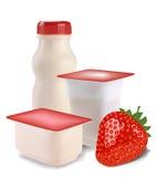 Yoghurt en aardbeien Stock Foto's
