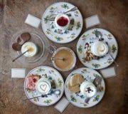 Yoghurt en roomkaramel Royalty-vrije Stock Foto's